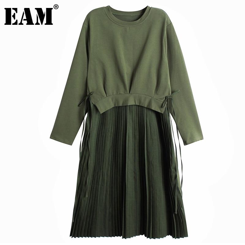 [EAM] Frauen Armee Grün Plissee Temperament Kleid Neue Rundhals Langarm Lose Fit Mode Flut Frühling Herbst 2021 1DC844