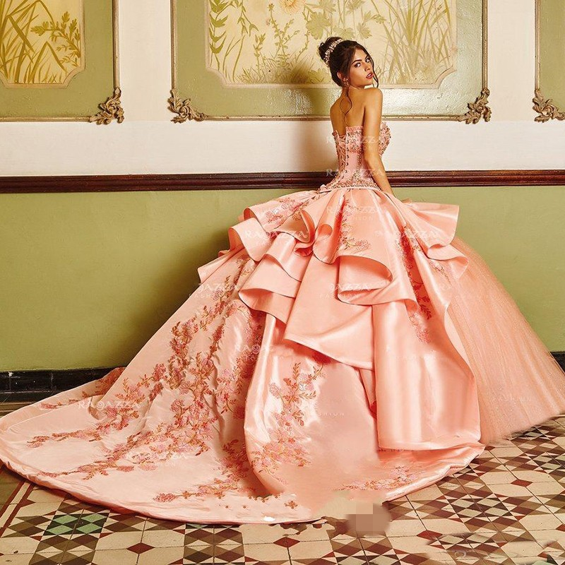 Classy Pink Beaded Ball Gown Quinceanera Dresses Sweetheart Appliqued Sweet 16 Dress Satin Sweep Train Sequined Masquerade Gowns