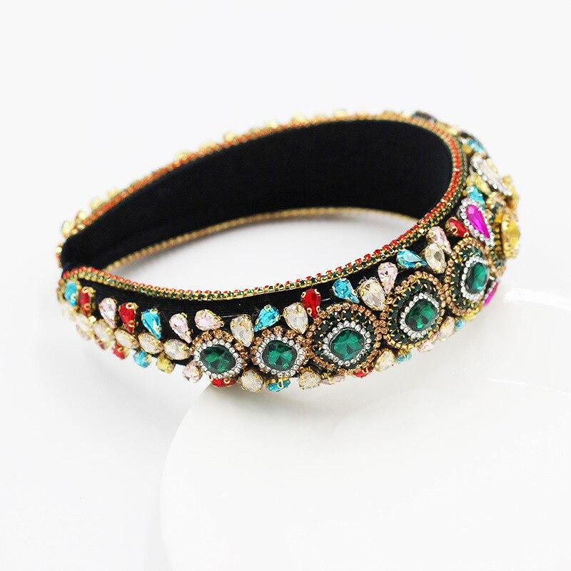 Роскошный с цельными круглыми кристаллами в стиле барокко Стразы