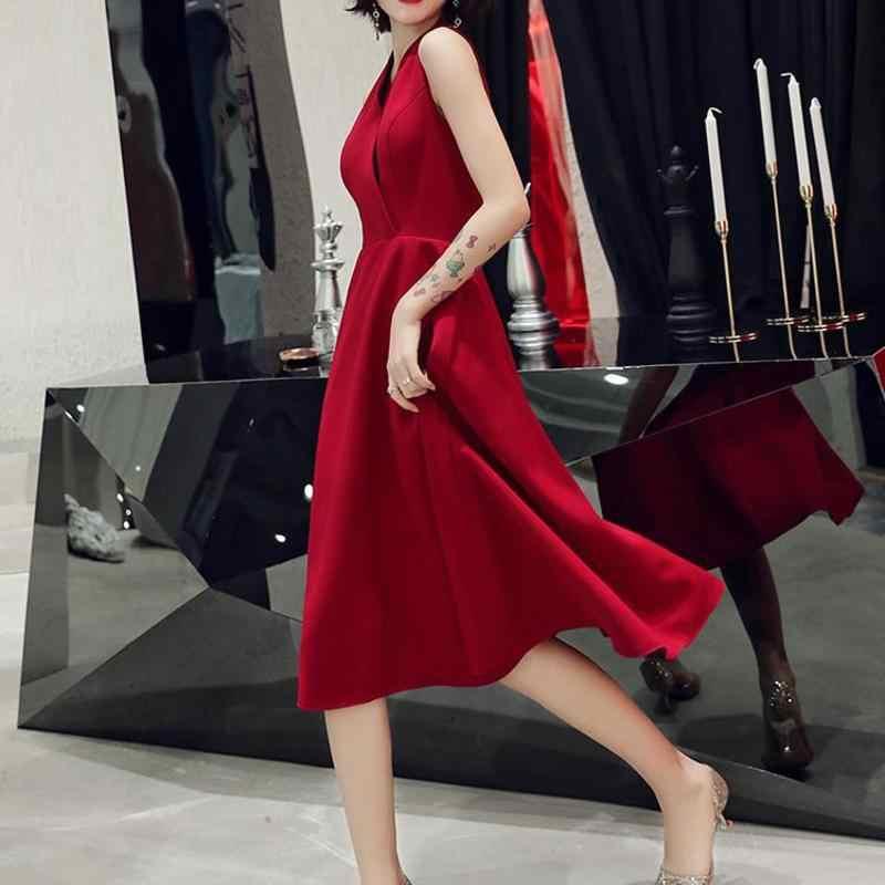 הכלה להתחתן באביב 2020 חדש אדום איש קטן משתה קטן שמלת ערב קצר פשוט ונדיב אישה