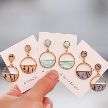 2019 New Women's Earrings Color Metal Simple Charm Hollow Geometric Pendant Earrings Suitable For Winter Jewelry Lover Gift