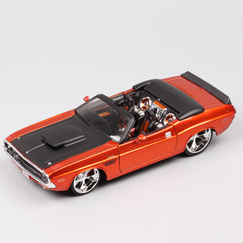 1/24 scale Maisto classics vintage Dodge challenger R/T 1970 muscle race car convertible model Diecast toys Vehicle Collectible image