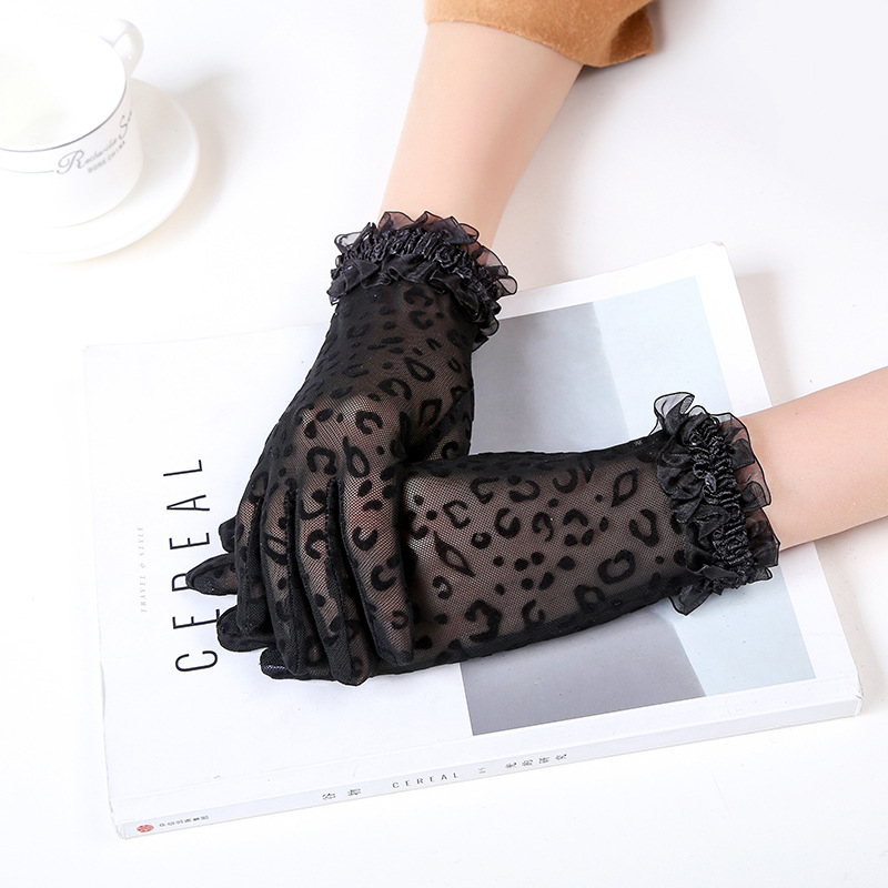 Summer New Sexy Black Leopard Ladies Lace Sunscreen Gloves Fashion Lace Flocking Mesh Short Thin Gloves