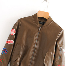 Европейский и американский стиль, осень, стиль, двухцветное кожаное пальто с вышивкой, воротник-стойка, длинный рукав, аппликация, пальто, F3-0181