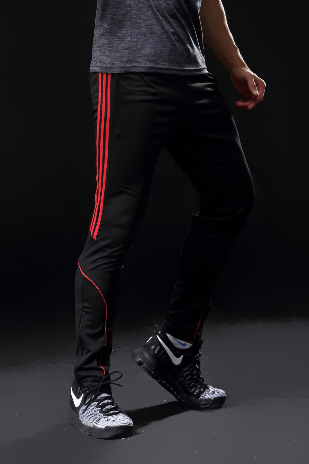 New Style Men Sports Casual Trousers Skinny Pants Football Training Skinny Pants Three-Color Selectable Brand New