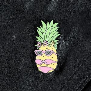 Ананас девушка носить солнцезащитные очки носить бикини пляж праздник творческий Творческий Фрукты Брошь эмаль отворот булавки