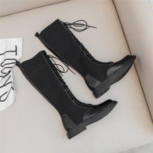 Image 5 - Nova marca de moda feminina na altura do joelho botas de couro de vaca deslizamento em saltos quadrados famosas senhoras de inverno sapatos tamanho 34 40 botas de motocicleta
