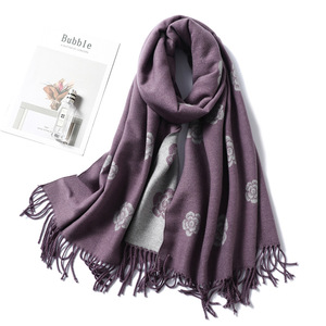 Image 3 - 브랜드 디자이너 겨울 스카프 여성을위한 클래식 꽃 인쇄 Shawls 및 랩 두꺼운 따뜻한 Pashmina 패션 Tassels 캐시미어 스카프