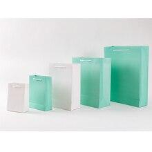 30個スモールギフトバッグハンドルクラフトパッケージで紙のギフトボックス誕生日のデコレーションイベントパーティー供給3色