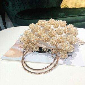 Image 4 - Aushöhlen Perle Ball Abend Tasche Frauen 2019 Koreanische Handmade Metallic Ring Griff Damen Perlen abend Kupplung Tasche Geldbörsen Gold