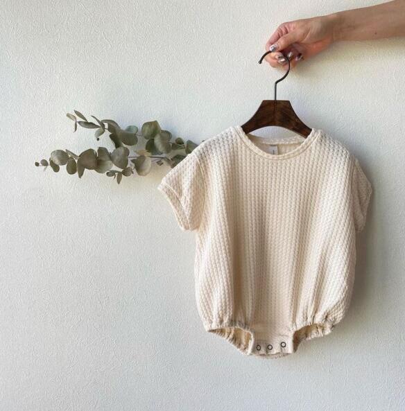 8017 Одежда для новорожденных мальчиков, комбинезон, Новинка лета, 2021 хлопок, вафельная одежда для маленьких девочек, простая универсальная к...