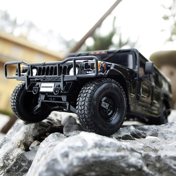 цена на Alloy Diecast HHummerR Vehicle 1:18 Car Diecast Model  Door Opened Toy Kids Birthday Off-roadcar factory collection