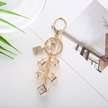 Fashion Personality Geometric Key Chain Hollow Keychain Bag Charm Pendant for Women Key Ring Holder Gift Jewelry EH125