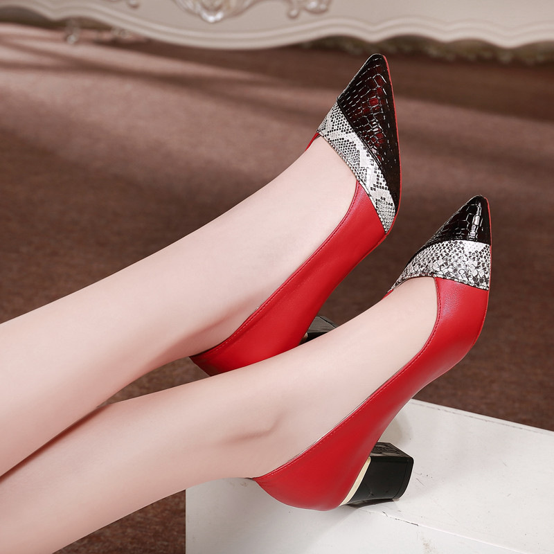 Plus Size 34-40 Square Heels Pointed Toe Woman Mid Heels Pump Women Patent Leather Pump Wild Slip On Shoes