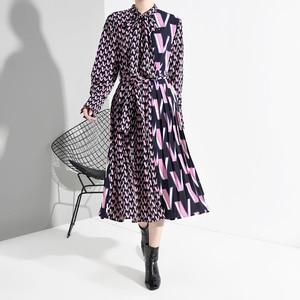 Image 4 - [EAM] vestido Midi dividido con estampado de patrón para mujer, nuevo cuello de lazo, manga larga, ajuste suelto, moda de marea, primavera otoño 2020 A872