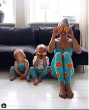 Летний наряд для родителей и детей оранжевые брюки с цифровым