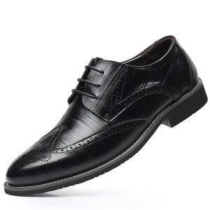 Image 1 - SZSGCN428 2019 novos homens oxford couro genuíno vestido sapatos brogue rendas até apartamentos masculinos sapatos casuais preto marrom tamanho 38 48