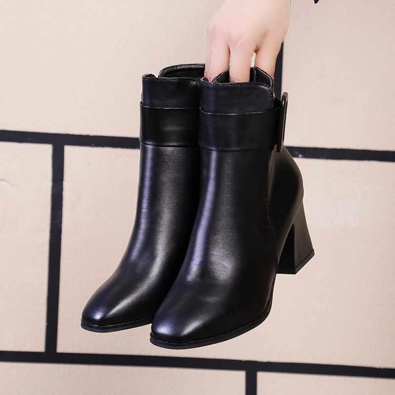 Branco preto grosso salto alto tornozelo botas mulheres 2020 apontou toe manter quente elegante curto booties senhoras fivela de tornozelo decoração