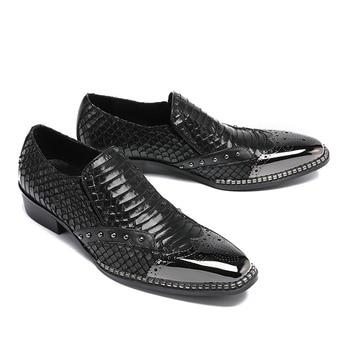 2020 New Designer Genuine Leather Shoes Men Slip On Loafers Beading Formal Moccasin Business Man Snake Office Work Dress Shoes