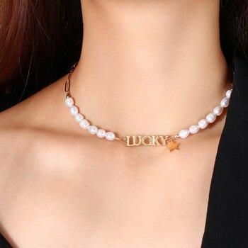 Perlas de agua dulce con el alfabeto de la Suerte Alta captura...