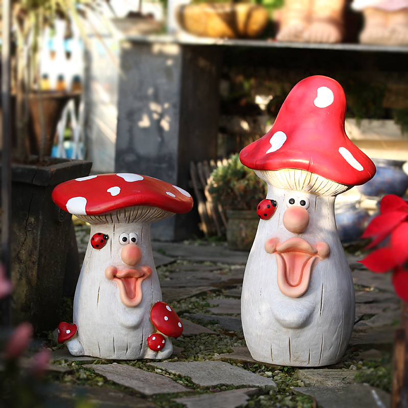 Red Ladybug Stays On The Face Of Smiling Mr Mushroom Ornaments Sculpture Outdoor Garden Landscape Courtyard Home Decor Crafts