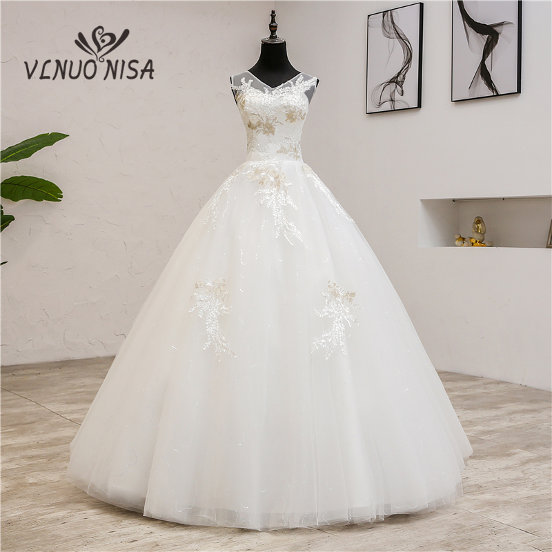 Fashion elegant V Neck Wedding Dresses  2019 New Summer Korean Vestidos de novia sweet Lace Applique Gowns Robe De Mariage  0.8-in Wedding Dresses from Weddings & Events