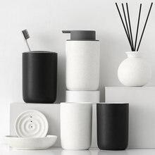 Набор керамических принадлежностей для ванной комнаты из четырех