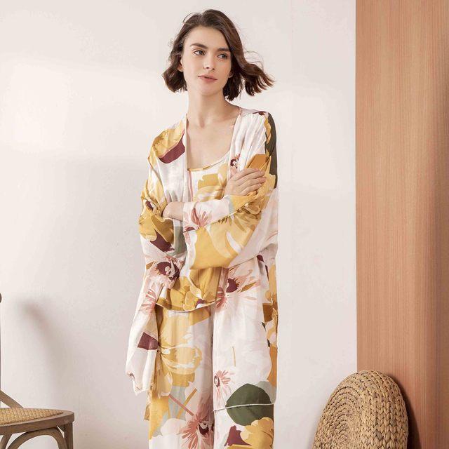 Sıcak satış bayanlar pijama seti konfor gevşek 3 adet Set çiçek baskılı zarif yumuşak gecelik Femme pijama bahar ve sonbahar