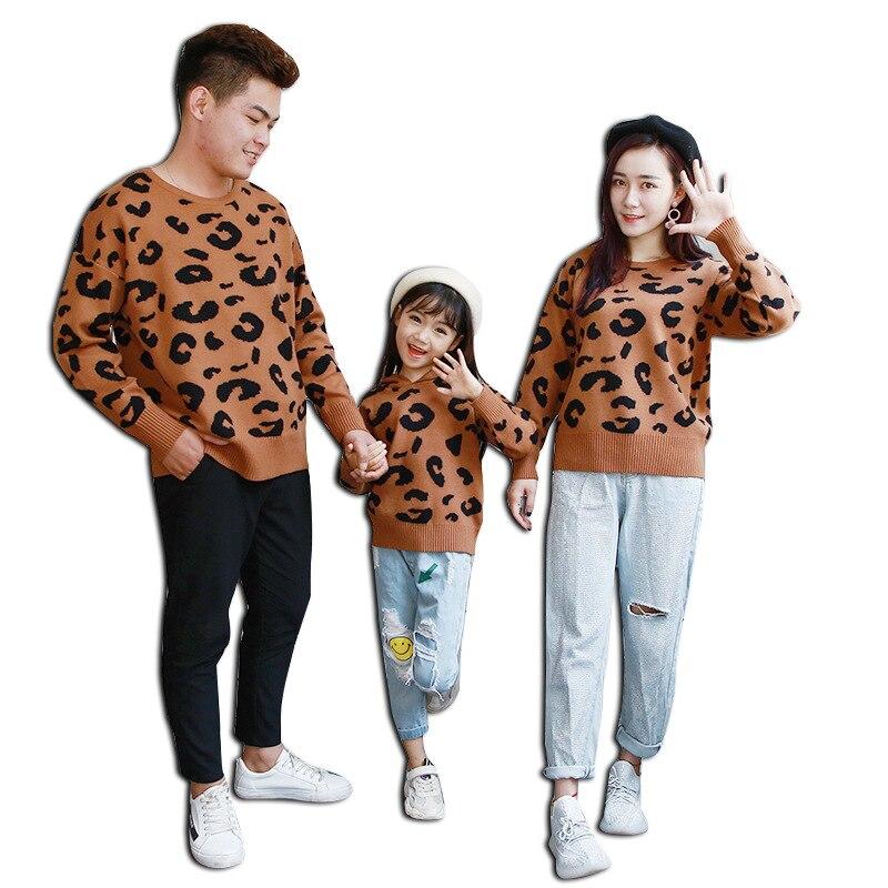 Famille pull léopard pulls mère père enfants automne hiver vêtements famille correspondant tenues doux confortable