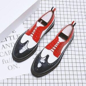 Image 1 - Zapatos informales de charol para fiesta en club nocturno para hombre, zapato Oxford tallado de cuero calado con punta estrecha, talla grande