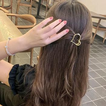 Nowe kobiety dziewczęta śliczne niewypełnione serce geometryczne stop złota spinki do włosów słodki pałąk spinki do włosów spinki do włosów modne dodatki do włosów tanie i dobre opinie YHXX YLEN CN (pochodzenie) WOMEN Dla osób dorosłych Nakrycie głowy moda Stałe Hair Clip Alloy about 2 inches 10 1g pc