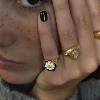 AOMU 2020 gorąca wiosna lato Korea nowy projekt mała stokrotka metalowe pierścionki dla kobiet dziewczyn Party biżuteria Party prezenty tanie i dobre opinie CN (pochodzenie) Ze stopu cynku Kobiety Archiwalne Zespoły weselne ROUND Okres Tracker Nastrój tracker ring Brak Moda