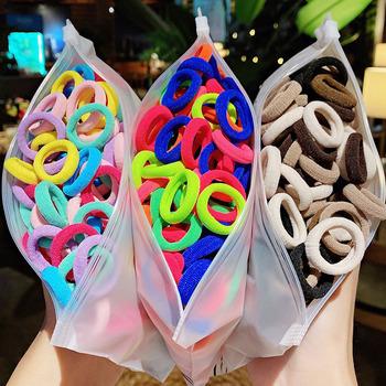 Kolorowe gumki do włosów dla dziewczynek 50 lub 100 gumek w zestawie wykonane z nylonu elastyczne i małe do wiązania kucyków akcesorium do włosów dla dzieci tanie i dobre opinie PjNewesting CASUAL CN (pochodzenie) Cztery pory roku Dziewczyny moda Nakrycie głowy Dekoracji girls hair accessories Spring2021