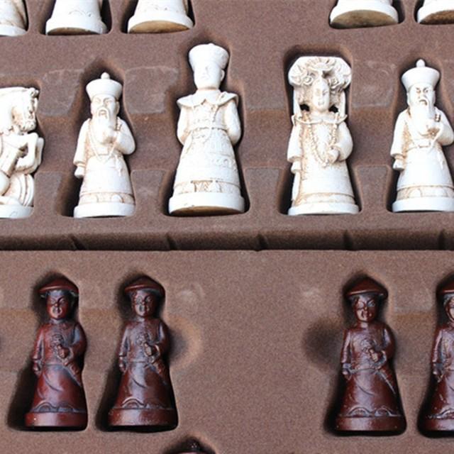 Ensemble d'échecs Antique en résine, grandes figurines en cuir, pièces de jeu de société, cadeaux d'anniversaire de noël pour parents et enfants 4