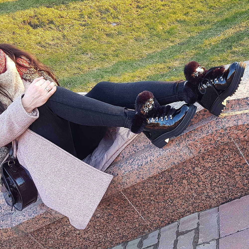 Botas cortas de Invierno para mujer, botines de invierno 2020 Piel negra con plataforma de charol y diamantes de imitación para mujer, nuevos zapatos cálidos de lujo para mujer