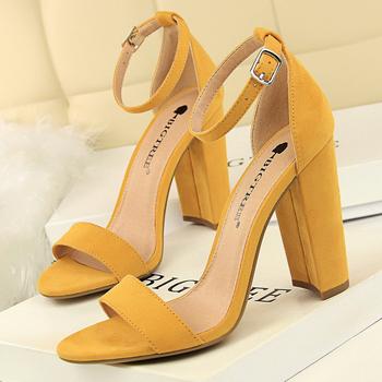 2020 Sexy wysokie obcasy nowe damskie czółenka komfortowe damskie buty blokowe obcasy damskie klamerka do butów damskie obcasy buty damskie damskie sandały tanie i dobre opinie BIGTREE podstawowe Kwadratowy obcas CN (pochodzenie) flokowane Szpilki bez palców Super Wysokiej (8cm-up) Dobrze pasuje do rozmiaru wybierz swój normalny rozmiar