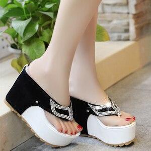 Image 1 - Lucyever/женская летняя обувь; Женские Вьетнамки со стразами; Модные пляжные сандалии на танкетке и высоком каблуке; Zapatos Mujer