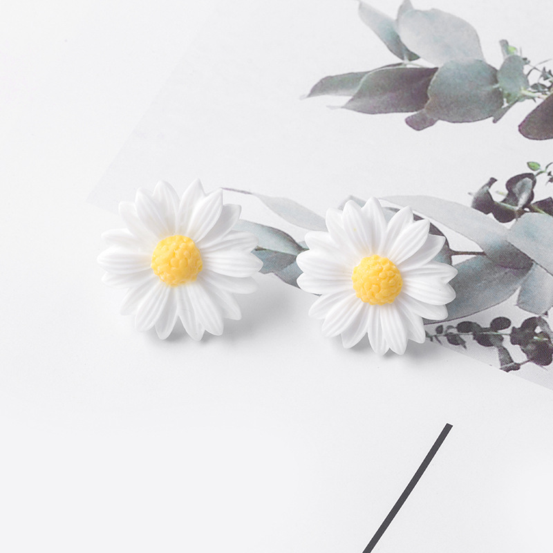1.3cm 1Pair Shiny Side New Fashion Brand Jewelry Elegant Flower Stud Earrings Women Simple Style Daisy Statement Earrings