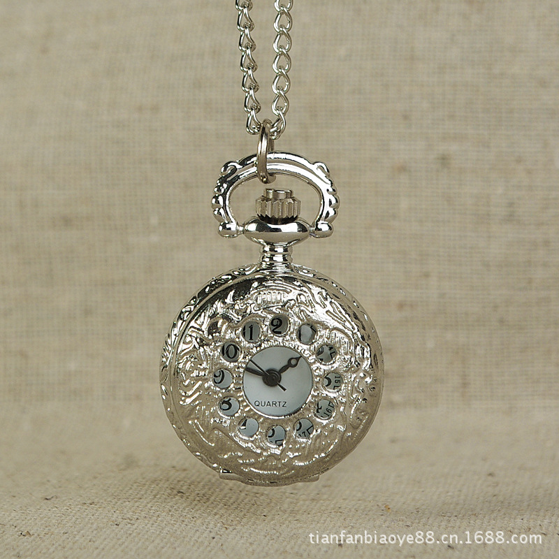 New Palace Style Small Small Hollow Silver Small Circle Little Pocket Watch Fashion Bests Pocket Watch