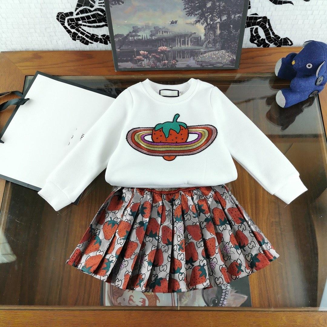 Meisjes Kleding Sets Lange mouwen Cartoon aardbei Borduurwerk T Shirts + plooirok 2 Stuks Meisjes Kleding Sets Kids kostuum