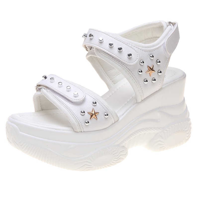 נשים פלטפורמת סנדלי אופנה שמנמן נעלי אישה מסמרת מעצבי מותג 8cm גבוהה טריז סנדל חוף וו לולאה נעליים יומיומיות שחור