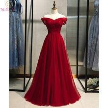 Длинное вечернее платье с блестками открытыми плечами