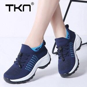 Image 1 - 2019 printemps femmes baskets légères à lacets chaussures plates plate forme compensée chaussette chaussures femme respirant maille Tenis Sapatos Feminino 1855