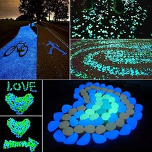 100 sztuk wystrój ogrodu świecące kamienie świecące w ciemności dekoracyjne kamyki świecące kamienie skały do akwariów ogrodowych ozdoba do akwarium tanie tanio 100pcs Glow in The Dark Pebbles Luminous Stones Żywica