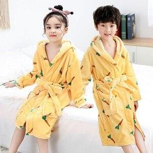 Image 5 - Bebê menina robe flanela quimono banho crianças vestido de noite pijamas unisex crianças bonito dos desenhos animados roupão coral velo nightwear