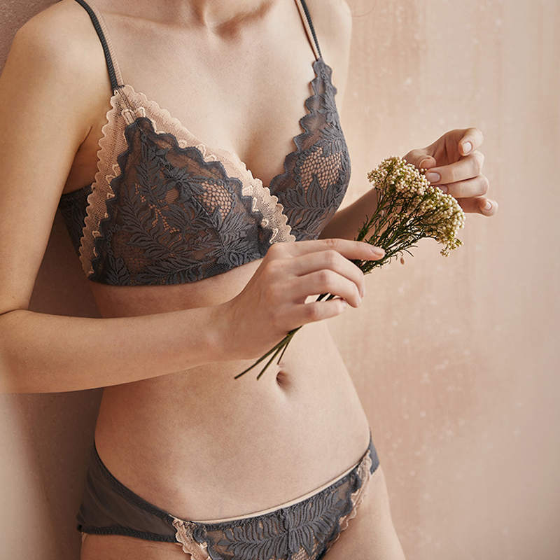 2020 High-end Sexy Women Underwear Vintage Maple Leaf Intimates Comfortable Wire Free Push Up Bra Set Lace Thin AB Cup Lingerie