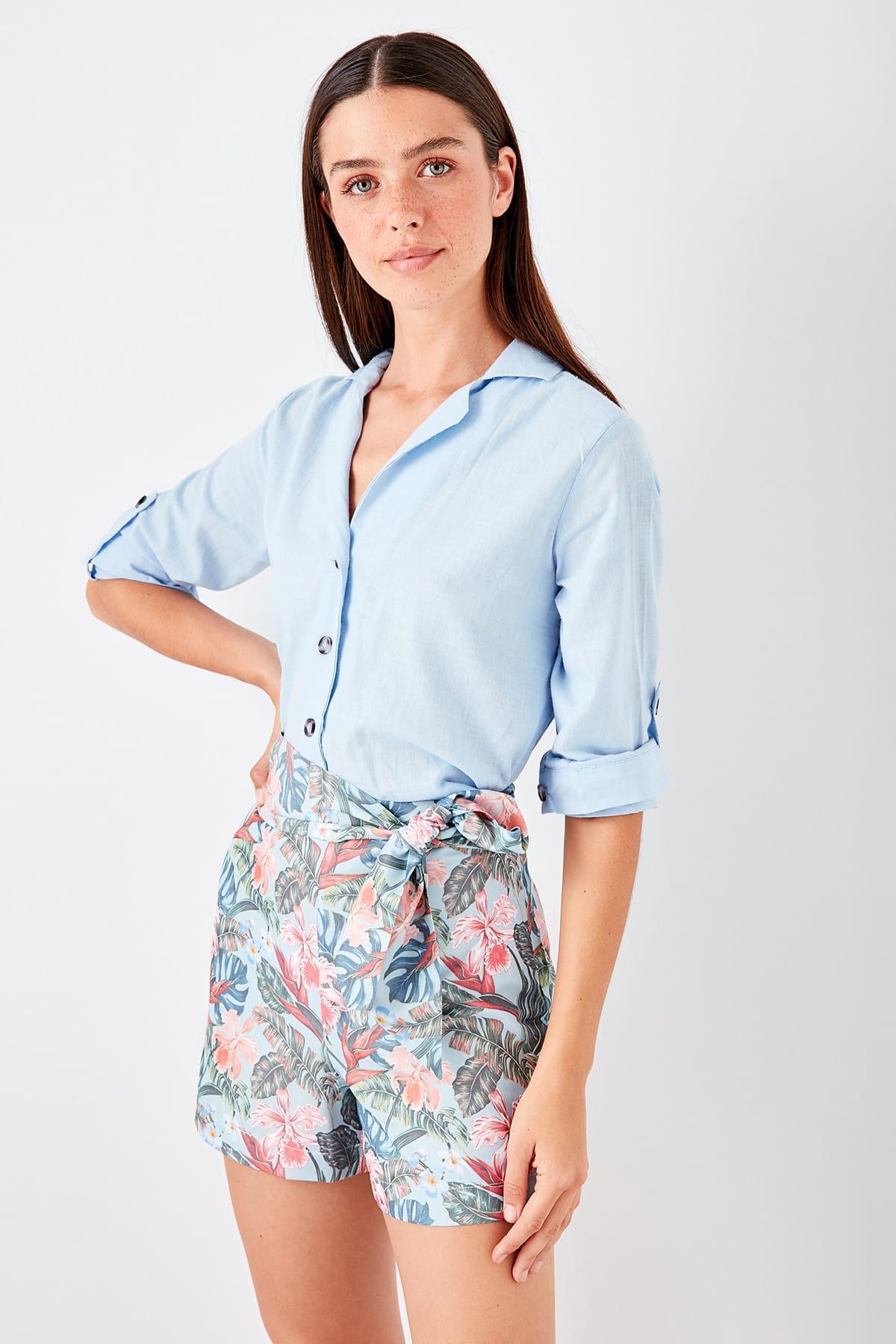 Trendyol Blue Floral Pattern Shorts TWOSS19SR0026