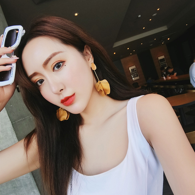 2019 Korea New Design Hot Sale Fashion Jewelry Acrylic Painted Petals Earrings Long Drops Oil Exaggerated Earrings for women 3