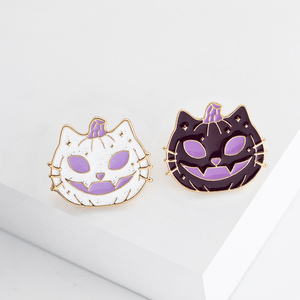 New Halloween Pin Brooches Funny Pumpkin Alloy Purple White Brooch Jewelry For Women Men Holiday Party Gifts 27 x 24mm, 1 PC