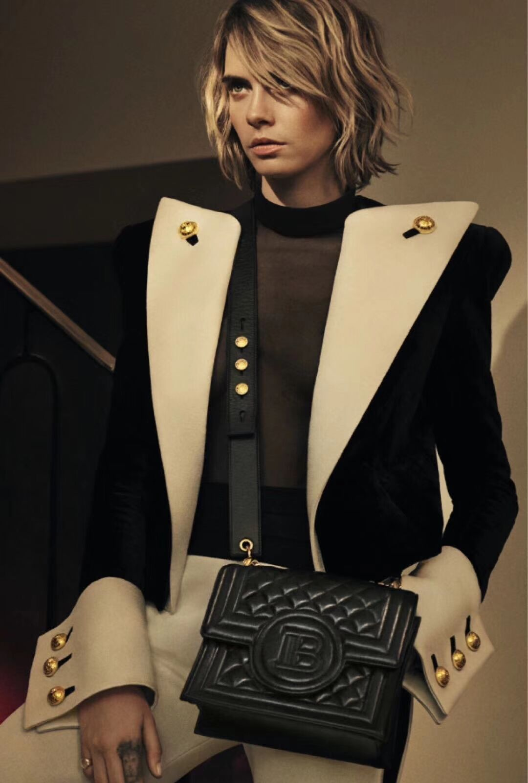 Ladies Blazer Fashionable Retro Gold Button Decoration Black White Short Suit Jacket Woman Slim Street Blazer Feminino Manteau